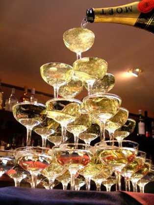 の シャンパン 法則 タワー シャンパンタワーの法則を知っていますか?自分を満たしていないと人の役になんて立てないよ!というお話